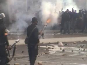 שוטרי משטת המהומות מול מתנגדי מובארכ (צילום שלי)