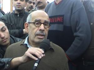 אני מראיין את מוחמד אל-בראדעי במסגד בגיזה עם פרוץ המהפכה